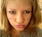Rage aps pour la maquillage et le tee shirt de ouff ! ;) <3