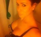 kahina dans la salle de bain