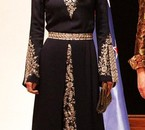 Queen Rania in jordanien traditionnal dress.