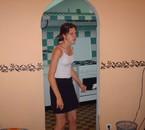 ma femme dans  la cuisine