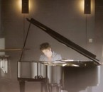 Edward au piano