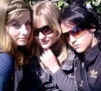 Barbara, Moi x& Helene : )  J'vous aimes