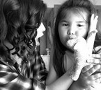 Selna et la petite soeur de Demi .