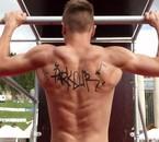 faux tatouage mais vrais muscles !! ahahhahah