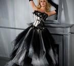 Ca fait gamine d'ajouter cette photo mais la robe est trop !