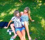 Moi a gauche ma soeur à droite