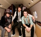 I LOVE JONAS BROTHERS!!!!!!!!!!!!!!!!!!!!!!<333
