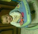 mon fils ethan fait du trotteur