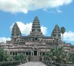 angkor vat c'est un des monuments au cambodge