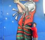 he oui!! il aime le cirque!