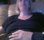 Ma main sur le ventre a ma mére
