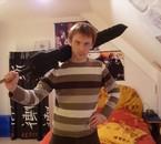 Moi et l'épée que je prépare pour mon cosplay de la JE 2010