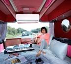 Jarre dans la bus de sa tournée 2009 !