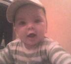 Mon neveu avec sa casquette : tro mignon