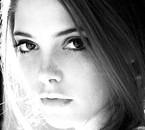 Ashley photographiée par Tyler Shield