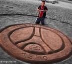 avec le logo du PSG fait par moi même dans le sable ;)