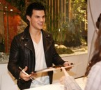 Taylor Lautner And Me (ADS)