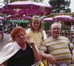 Manon avec son Papy et sa Mamy
