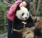 Vivian a adopté un panda.