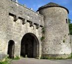 village du moyen âge fortifié