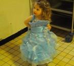 ma petite en tenue de soirée