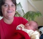 ma femme Cathy avec le bébé d'une voisine