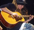Tom et sa guitare