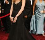 KYAH ! mon actrice pref V'la Jenni avec sa belle robe :P