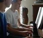 Loïc et Jérôme au piano dans un déchiffrage 4 mains