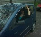 moi dans ma petite voiture sans permis mais au combien facil