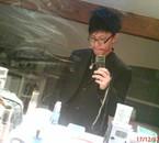 ~~ Stop le debardeur!!! =) Oo Il a des cheveux?!