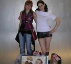 une copine et moi (à droite) o salon du manga