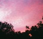 Ciel de feu; photo prise depuis derrière mon humble demeure.
