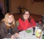 une tite photo de moi (pull rouge) avec une amie