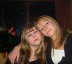 Noël 07 avec ma soeur l'égèrement entamée lol..