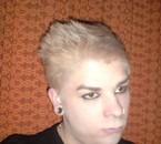 Blonde mais pas complètement conne ^^