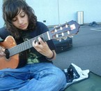 Moi, mes cheveux en pagaillent & ma guitare, par Satana.