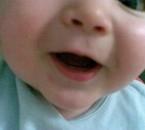 mon dernier petit bout jonathan et sa première dent