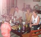 Ma mère avec ses amis =) elle a l'air de s'amuser =)!!!!!!!!