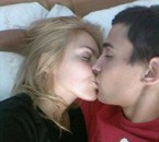 mon amour et moi sur son lit :-D