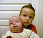les deux frère ensememble qu'ils sont mignons
