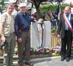au centre le vice président de la 90th Division à Picauville