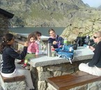 Merendando a 2300mts, lago de Juclar
