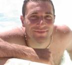 mamour dans la piscine