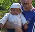 nathan a 2 mois avec papa!!!!