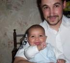 nathan a 3 mois avec papa pour la fete des méres!!