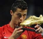 CRISTIANO avc son soulier d'or
