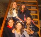 Noël 2oo8 : Moi , Manon , Tatie FaïZa , Barbara & Sacha .