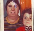 Ma maman et moi a 4 ans avec ma chemise Burberry du marché