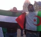MOI ac mon drapeau de l'Algerie en soutien pour la PALESTINE